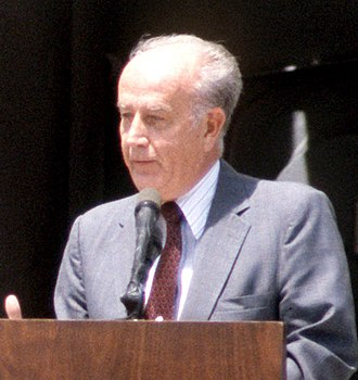 William Donald Schaefer - Image: William Donald Schaefer speaking at USS Antietam commissioning, 1987