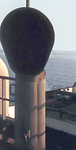 Windhutze eines Frachtschiffs.png