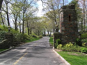 Winged Foot Golf Club - The main entrance in 2006