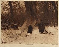 EDWARD SHERIFF CURTIS LE PHOTOGRAPHE DES AMÉRINDIENS 240px-Winter_-_Apsaroke%2C_1909