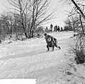 Witte kerst, sleetje rijden op het kopje van Bloemendaal, Bestanddeelnr 917-2755.jpg