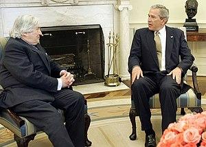 Wolfensohn (left) with U.S. President George W...