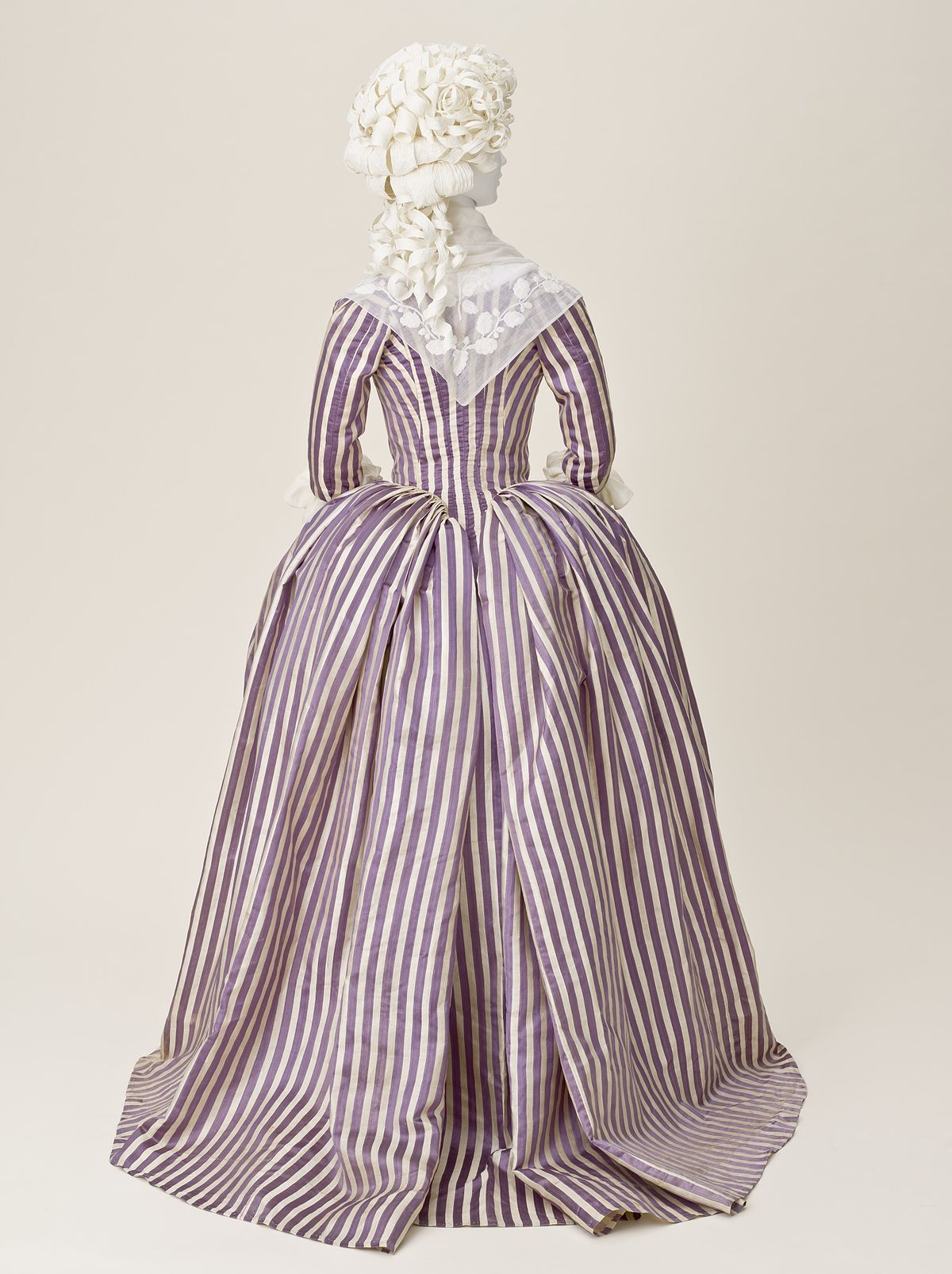 closebodied gown wikipedia