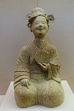 Woman with a mirror, China, unearthed at Songjialin, Pixian, Sichuan, Eastern Han dynasty, 25-220 AD, ceramic - Sichuan Provincial Museum - Chengdu, China - DSC04768.jpg