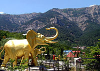 Yalta zoo mountains panoramic view.jpg