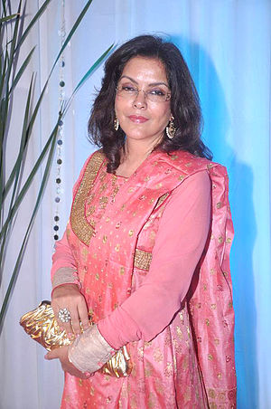 Zeenat Aman - Image: Zeenat Aman at Esha Deol's wedding reception 12