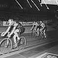Zesdaagse wielrennen in RAI Amsterdam. Leidend duo Bugdahl-Kemper (rechts), Bestanddeelnr 923-0787.jpg