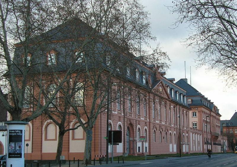 File:Zeughaus und Deutschhaus Mainz.jpg