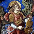 Ángel tocando la vihuela de arco.jpg