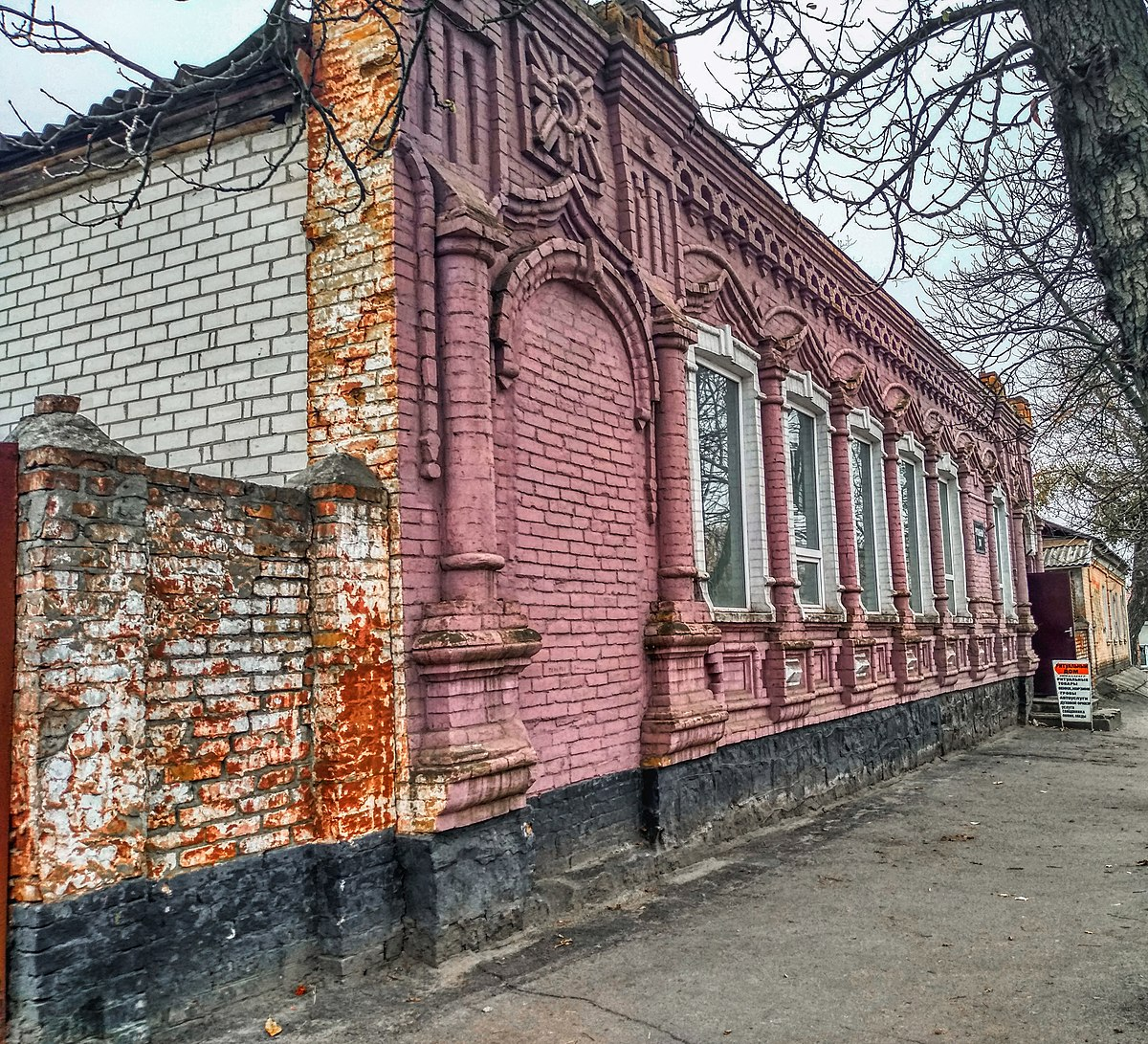 File:Житловий будинок, вул. Зої Космодемянської 10.JPG - Wikimedia Commons