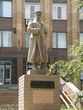 Памятник Будённому в Донецке 010.jpg