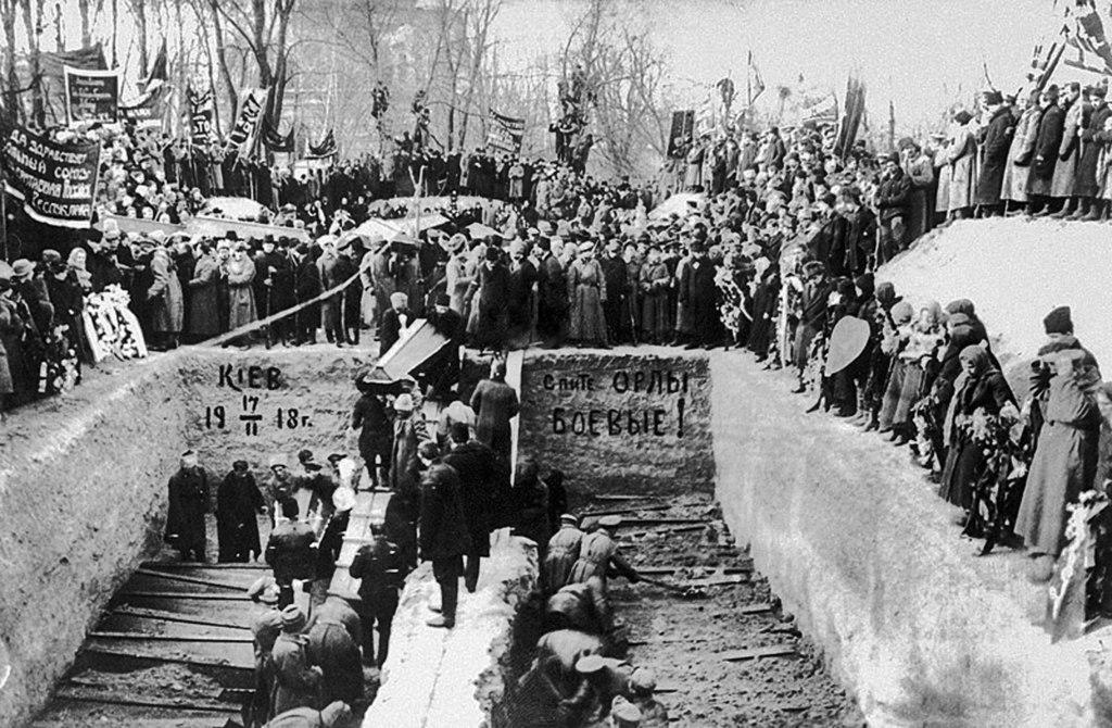 Жертви і могили в київському Маріїнському парку