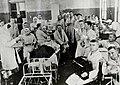 Ростов на Дону в эвакгоспитале вручение писем около 1943.jpg