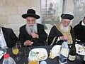 הרב בניהו שמואלי (משמאל) לצד הרב שלמה משה עמאר.jpg