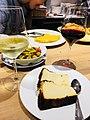 チーズケーキとワイン.jpg