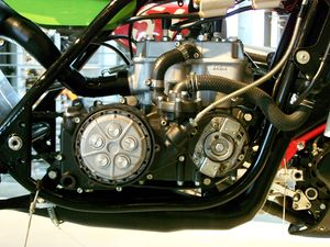 U engine - A tandem inline-twin