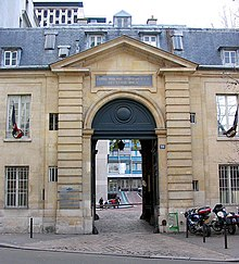 Entrance to Quinze-Vingts National Ophtalmology Hospital at 28 rue de Charenton