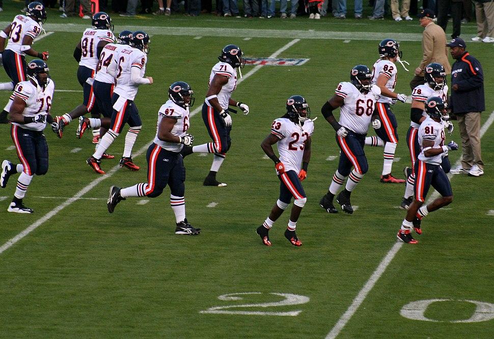 2009 Chi Bears players run to field