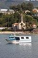 2014 Barco pesqueiro ante a igrexa de San Vicente de Noal. Porto do Son. Galiza-P08.jpg