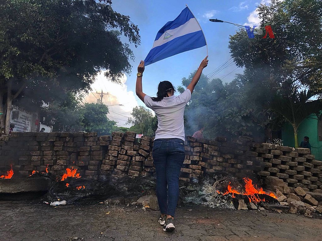 2018 Nicaraguan protests - woman and flag