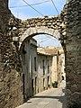 306 Portal de la muralla a la Costa de les Monges (Peralada).JPG