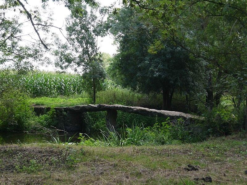 Le pont mégalithique.