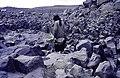 ASC Leiden - van Achterberg Collection - 16 - 53 - Un homme entre des blocs de basalte verticaux - Ahaggar, Algérie - Février 1992.jpg
