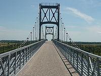 Accès au pont suspendu de Tonnay-Charente.JPG