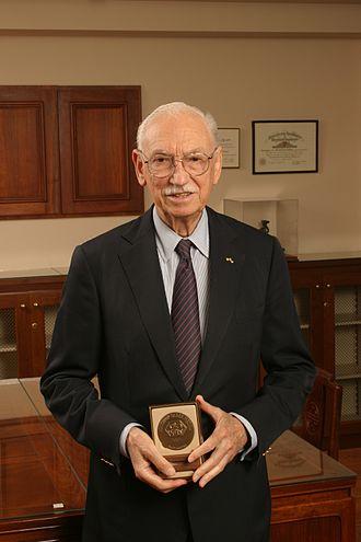 Alejandro Zaffaroni -  Alejandro Zaffaroni receiving the Winthrop–Sears Medal, 2004