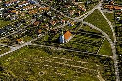 Algutsrums kyrka från luften.jpg