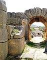 Amphithéâtre d 'Oudna entrée.jpg