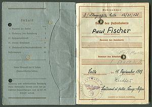 Amtsdokument Paul Fischer 1937 Leutnant Wehrpass Luftwaffe Seite 02 03 Inhaltsangabe Passinhaber.jpg