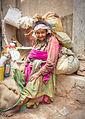 Anciana en Katmandú (8513884034).jpg