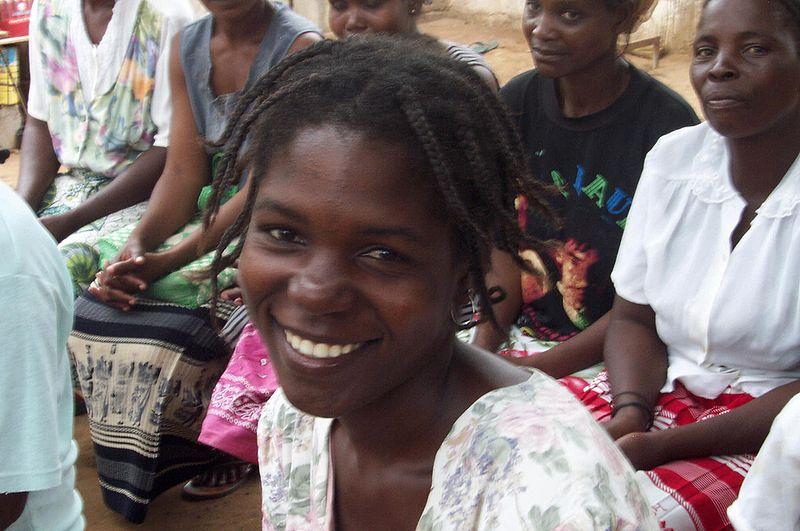 File:Angolan women.jpg
