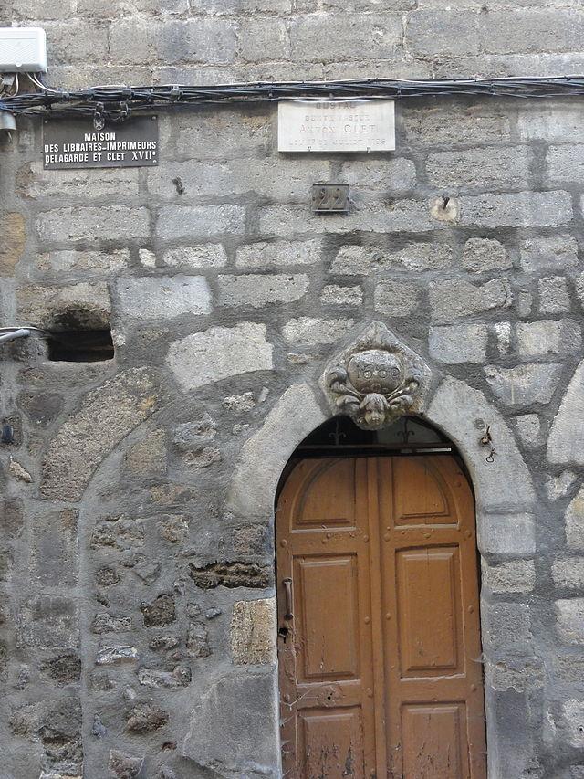 Maison du monde olivet latest maisons du monde meubel for Maison du monde wikipedia