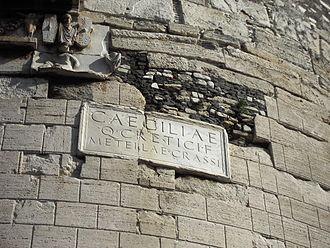 """Naming conventions for women in ancient Rome - An inscription identifying the tomb of Caecilia Metella, daughter of Quintus Caecilius Metellus Creticus and the wife of Marcus Licinius Crassus; it reads Caeciliae, Q. Cretici. f., Metellae, Crassi, """"Caecilia, daughter of Quintus Creticus, of the Metellus family and of the Crassus family"""""""