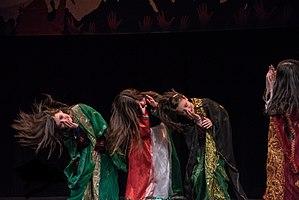 Khaleegy (dance) - Arab girls dancing Khaleegy dance