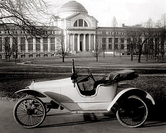 Argo (automobile) - An Argo parked in front of the National Museum of Natural History in Washington, D.C. circa 1915