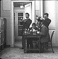 Artsen in laboratorium van Gasthuis Calvariënberg, 1895-96 (RHCL, VKG 084).jpg