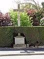 Assis-sur-Serre (Aisne) croix de chemin.JPG