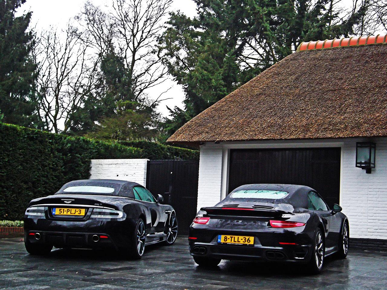 File Aston Martin Dbs Volante Porsche 911 Turbo S 16201608207 Jpg Wikimedia Commons