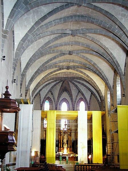 Villes et villages de charme du Cantal 450px-Aurillac_-_Eglise_Notre-Dame-aux-Neiges_-2
