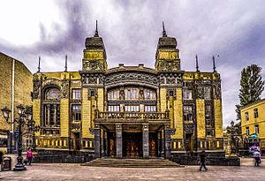 Главный фасад Азербайджанского государственного академического театра оперы и балета, 2015.jpg