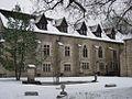 Bâtiment principal de l'Abbaye de La Bussière.jpg