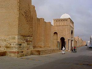 Osttor: Bab Lalla Rihana; Eingang zum Moscheehof vom Osten
