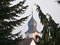 Bad Rappenau - Bonfeld - Kirchturm von Nordwesten zwischen Koniferen-Zweigen.JPG
