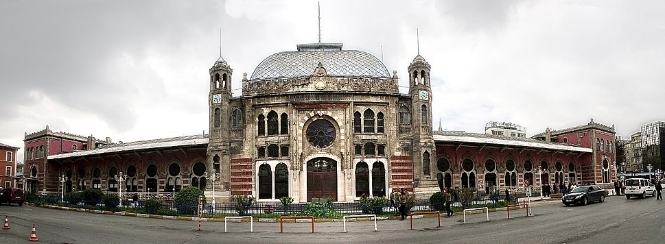 Bahnhofsfront-Istanbul-Sirkeci retouched