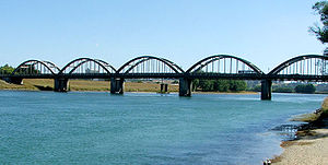 Balclutha Bridge over the Clutha River.jpg