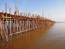 Bamboo bridge (Kompong Cham, Cambodia 2011)4.jpg