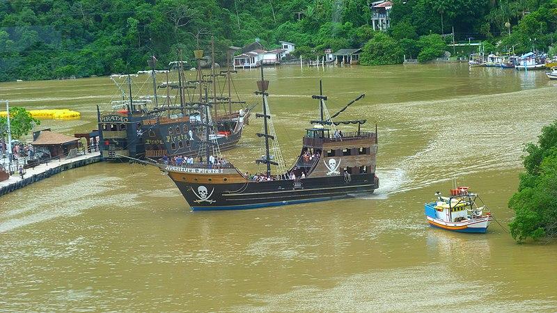 File:Barco Pirata.jpg